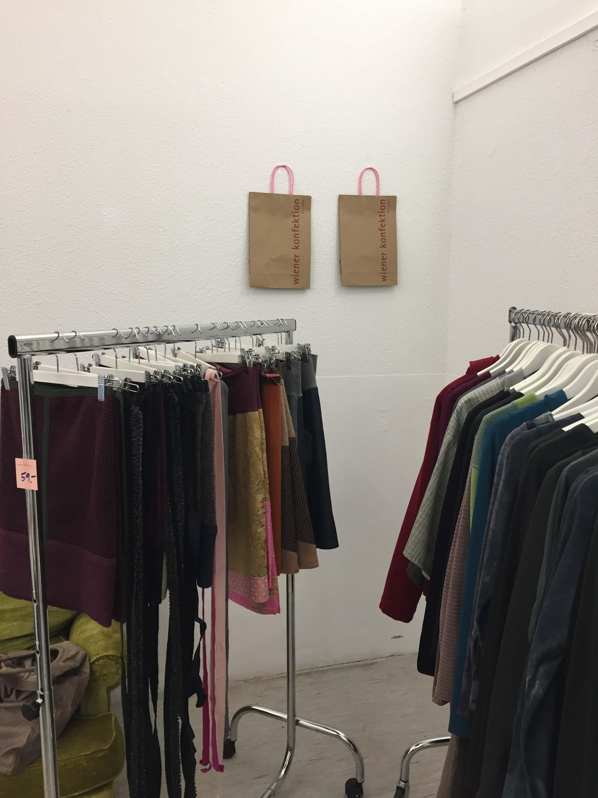 Röcke, Jacken und Kleider von Wiener Konfektion